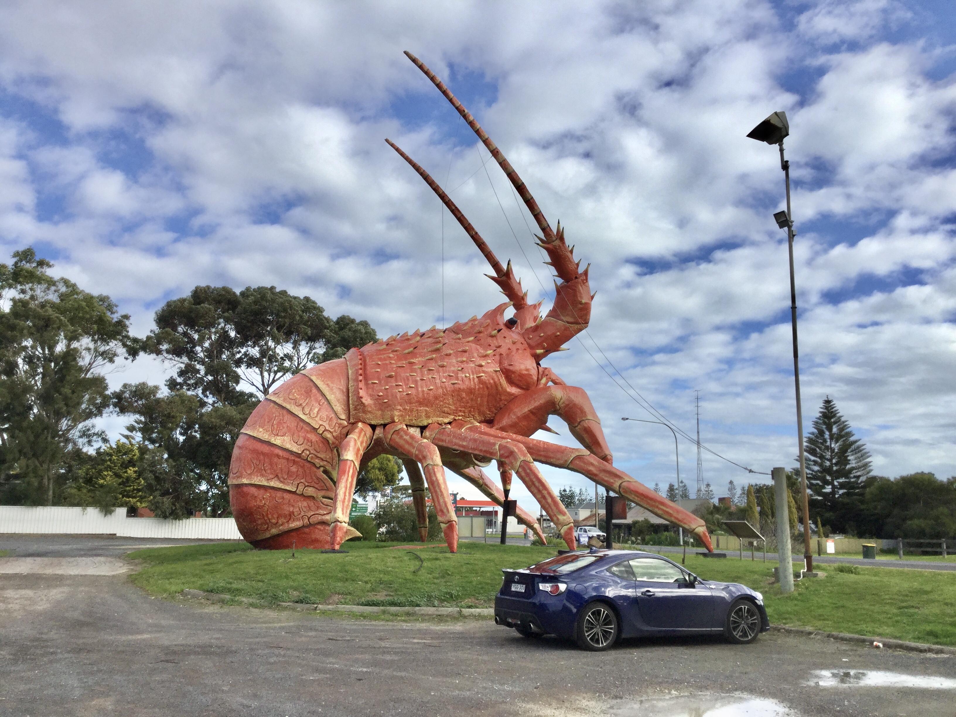 キングストン SE にある巨大なロブスター のラリーくん