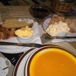 アウトバックの食事、DamperとBilly Tea