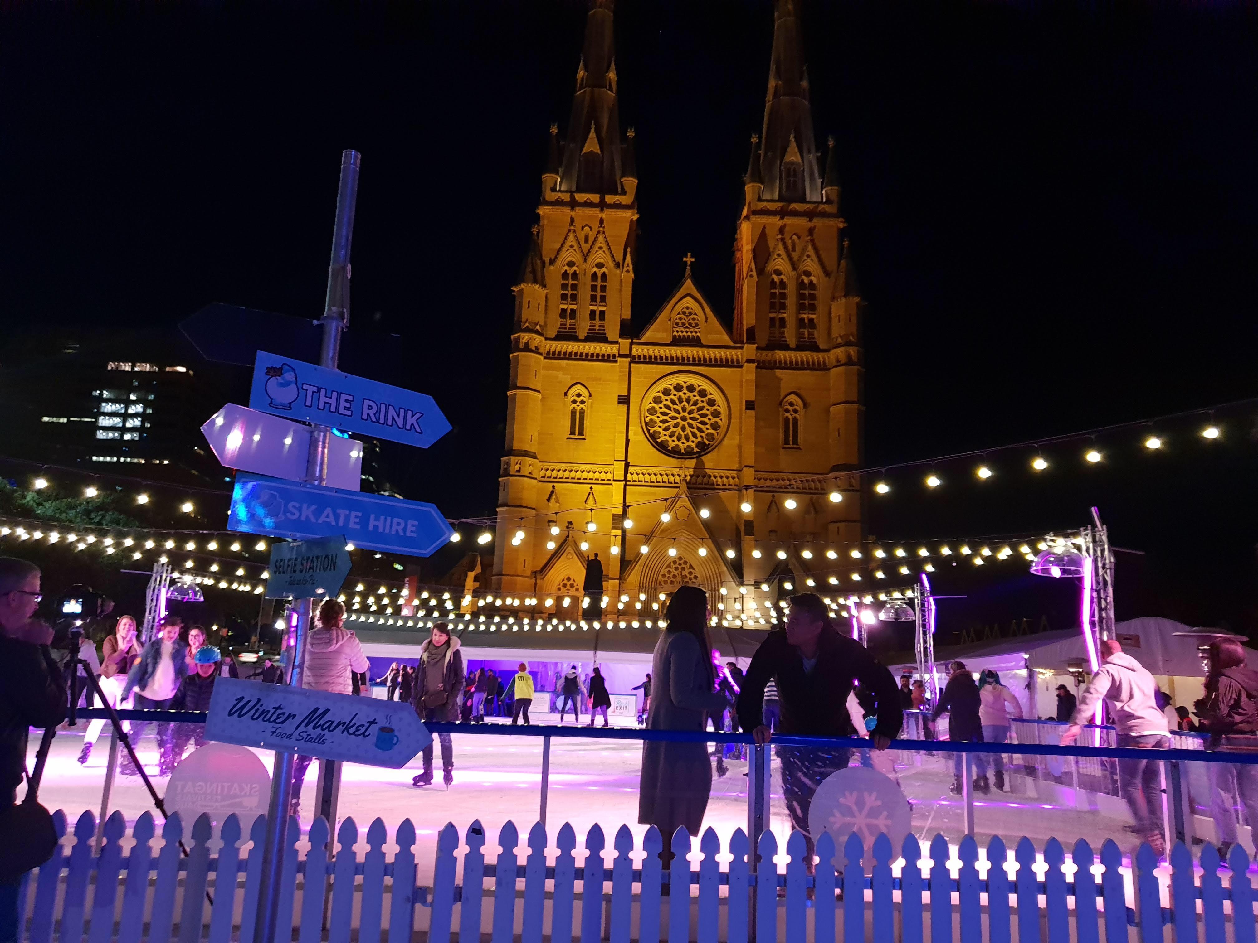 冬の風物詩、ウィンターフェスティバルでアイススケート!