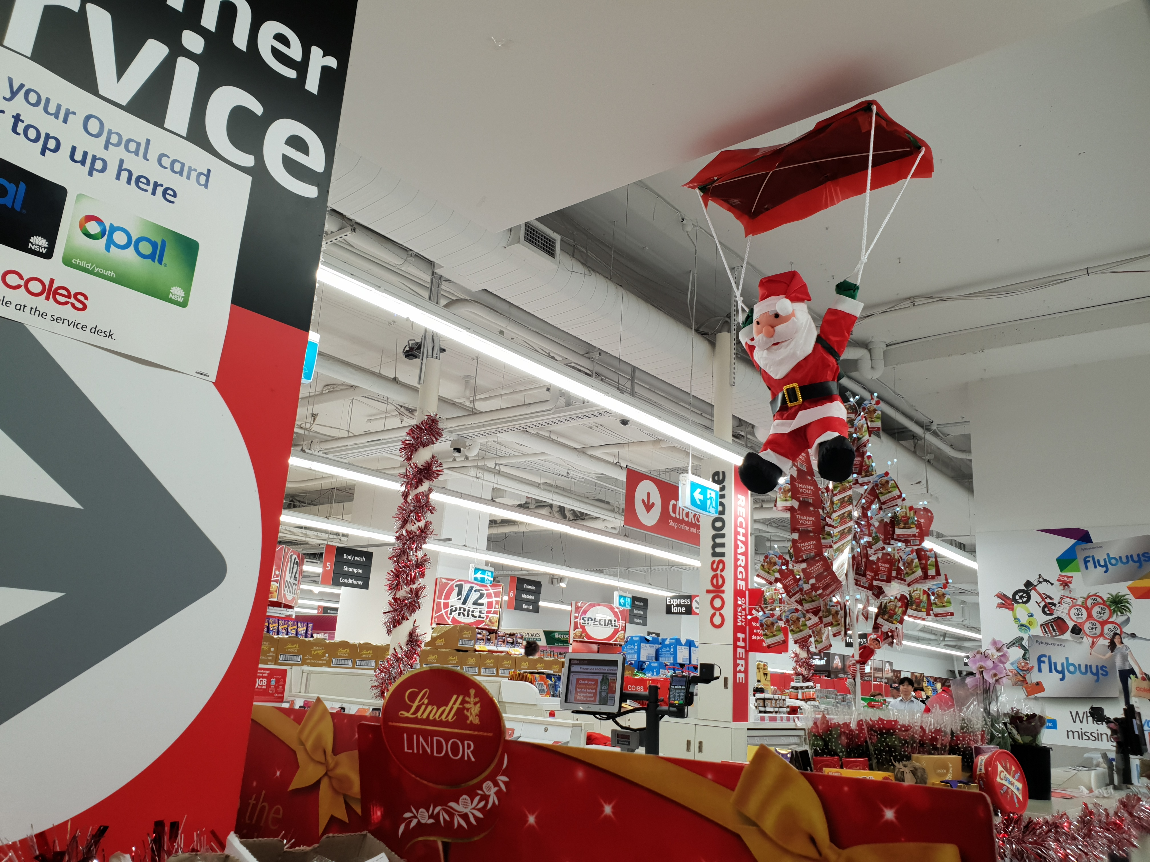 楽しいクリスマス時期のスーパーマーケット探索