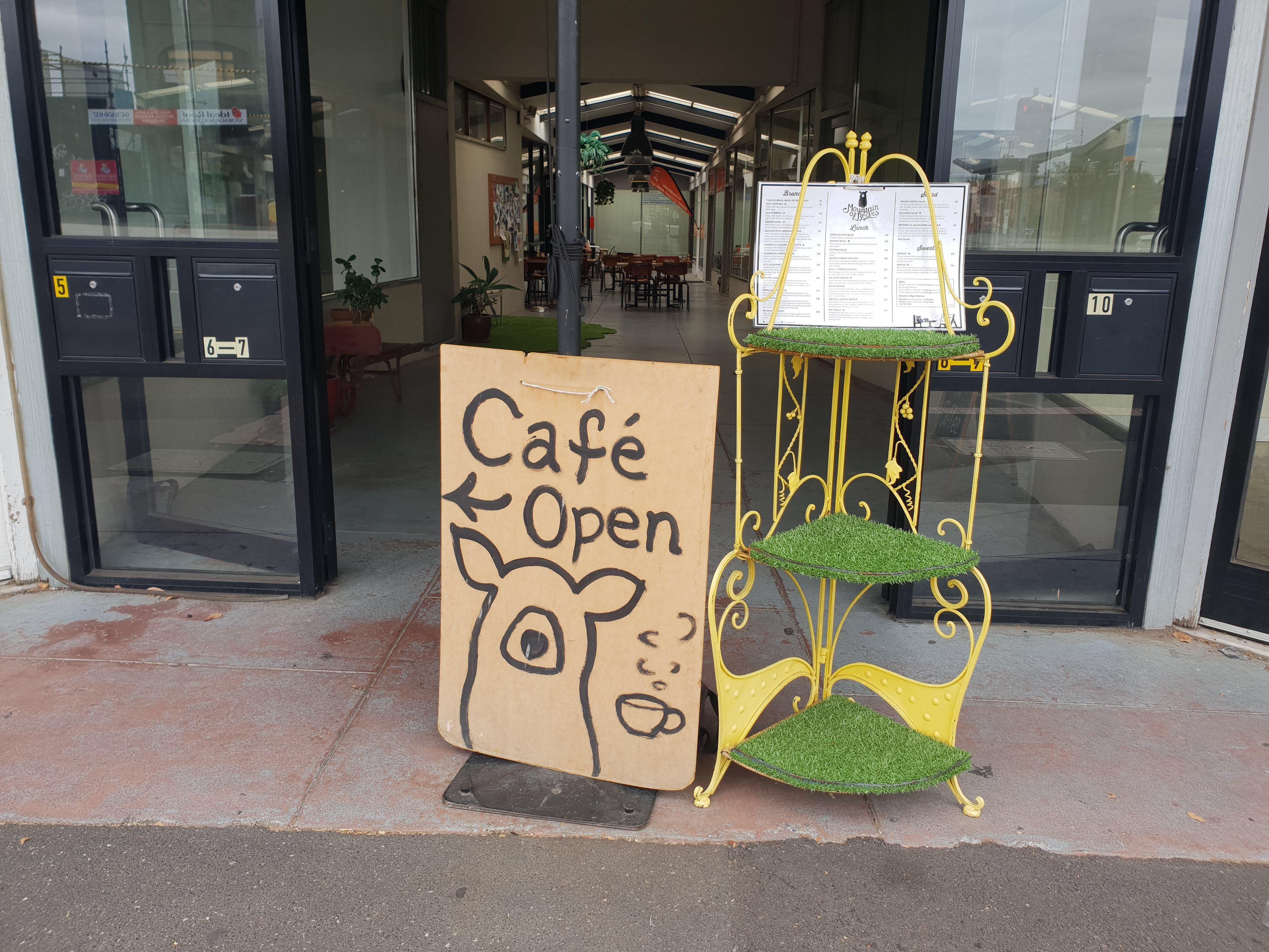 カフェでゆったり  Mountain Of Bears (Ormond)
