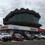 道路沿いに突然現れる巨大な牡蠣 in Taree
