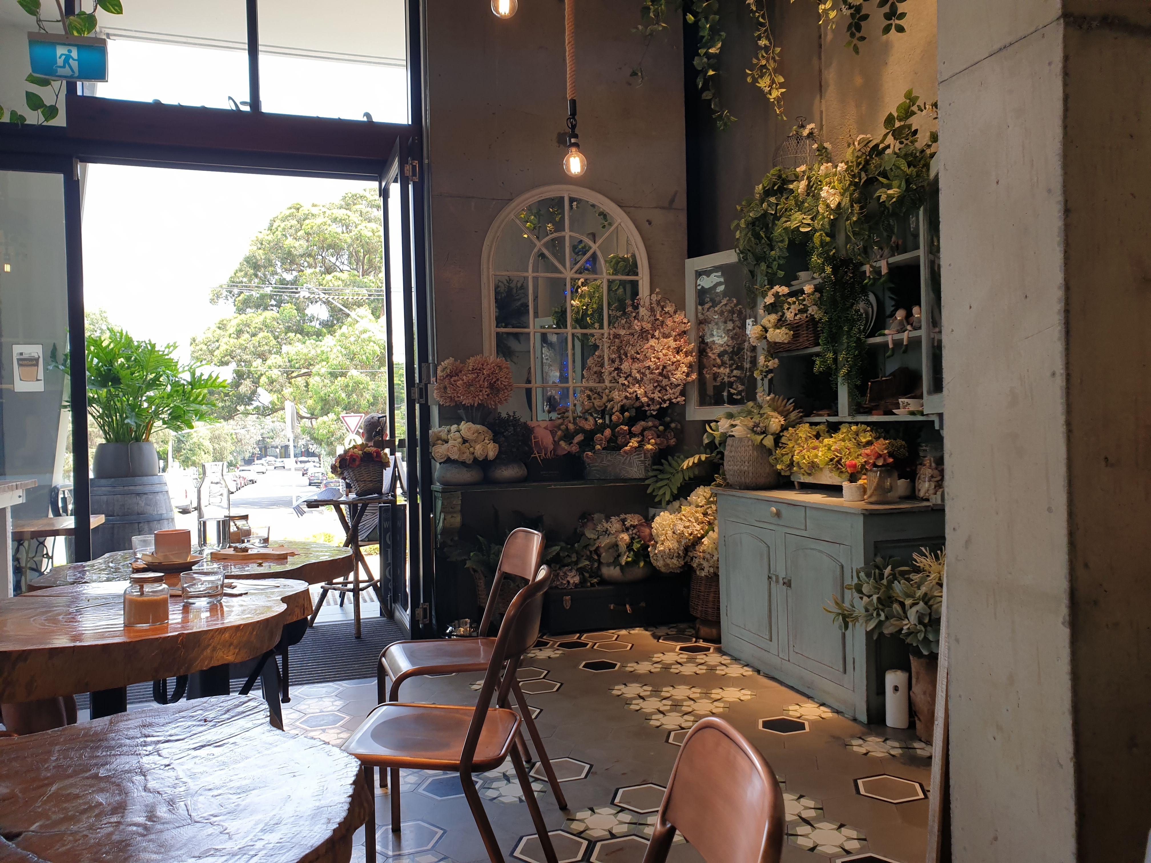 幸せ気分になれるおしゃれな Cuppa Flower Cafe