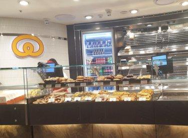 おいしいコーヒーとドイツ本場の味『Lüneburger German Bakery』