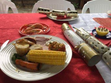 わくわくするクリスマステーブルを飾る必須アイテム『クリスマスクラッカー』