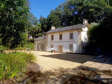 シドニー最古の住居と言われる観光地ロックスに佇む『カドマンズコテージ』