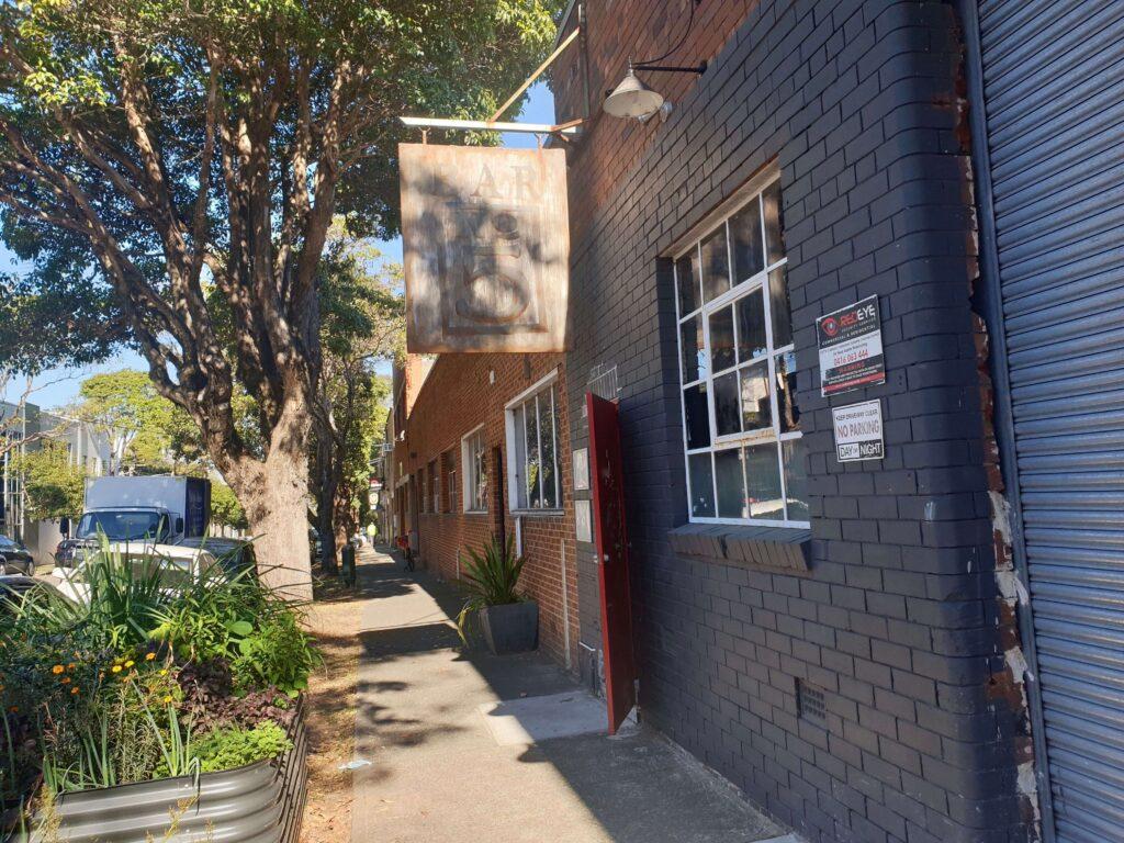 No 5 Restaurant and Bar